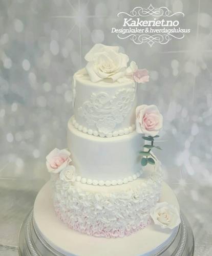 romantisk,dus rosa ruffles og blonder